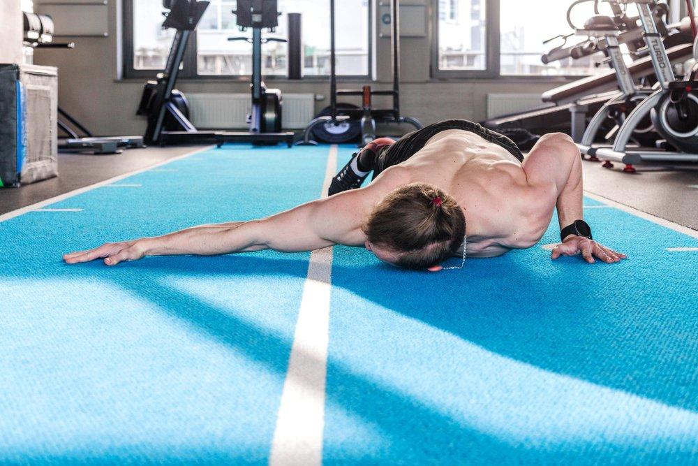 Упражнение пятое: на растяжку плечевого пояса