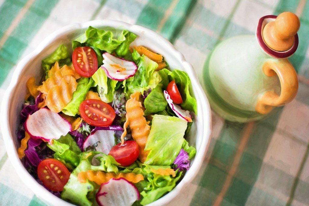 Салаты для диеты: без майонеза, гренок и сыра