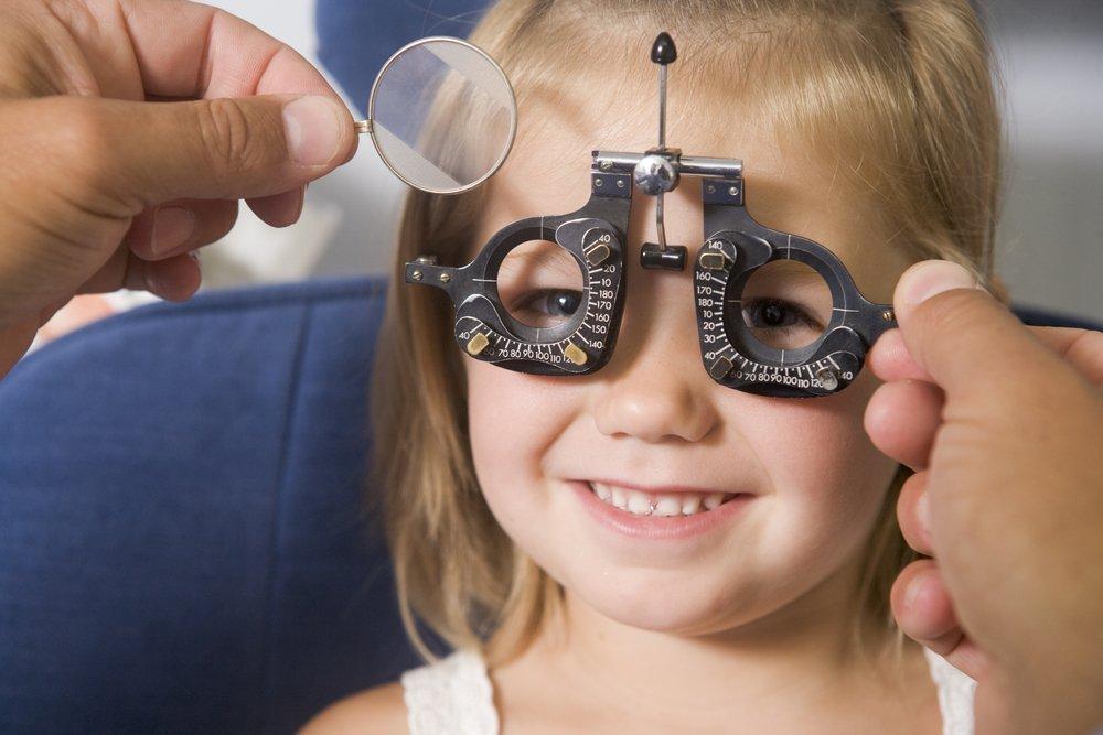 Дети и офтальмолог: первая встреча