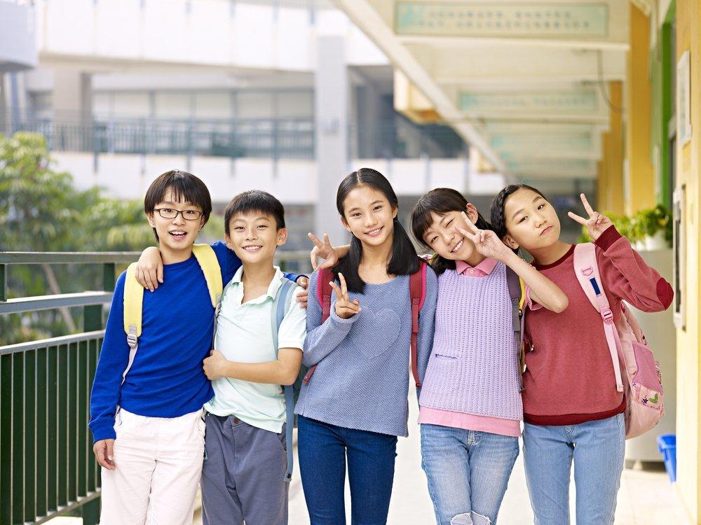 Как поддерживать отношения с друзьями детства?