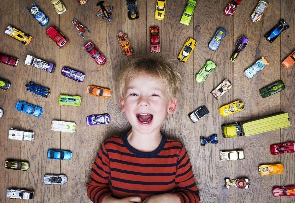 Обилие игрушек тормозит творческое развитие крохи