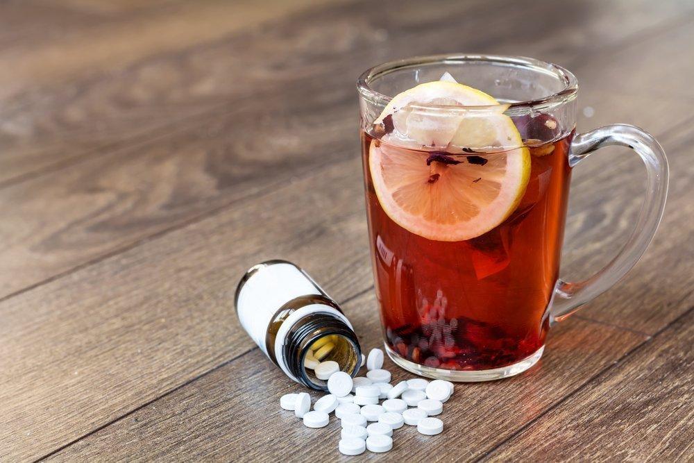 Почему нельзя запивать таблетки чаем и кофе