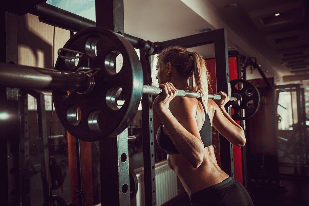 Силовые фитнес-тренировки для бедер, голеней, ягодиц