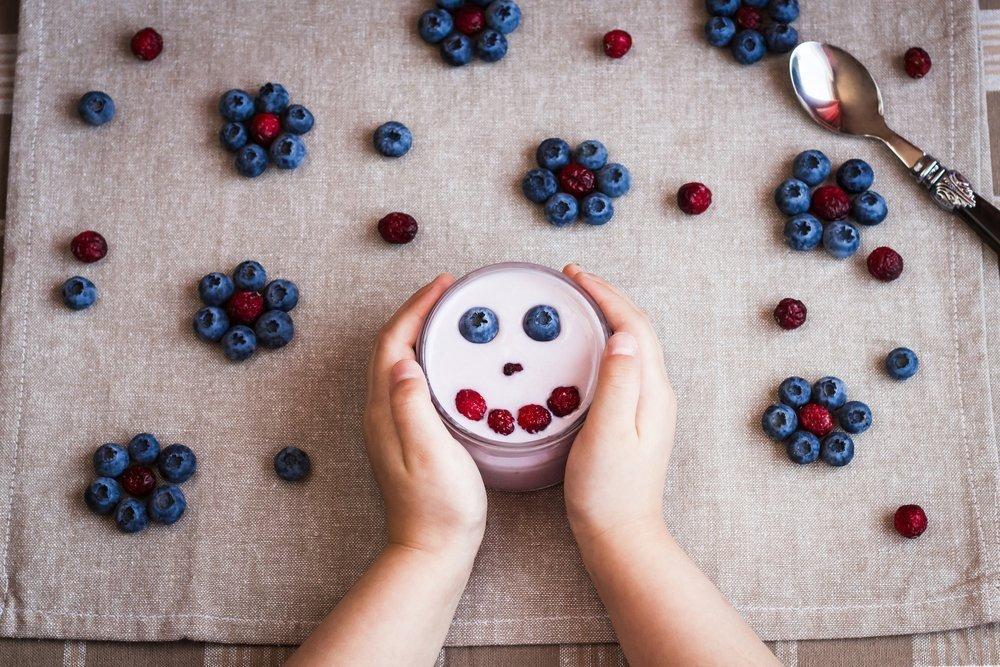 Как детям дают ягоды?