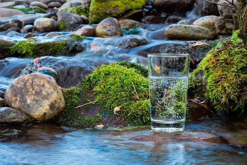 Минеральная вода: риск отеков и недомоганий