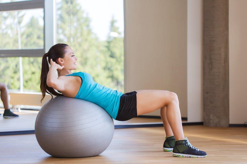 Фитнес-упражнения с фитболом