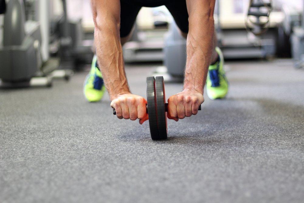 Нюансы выполнения упражнений с ролик-тренажером