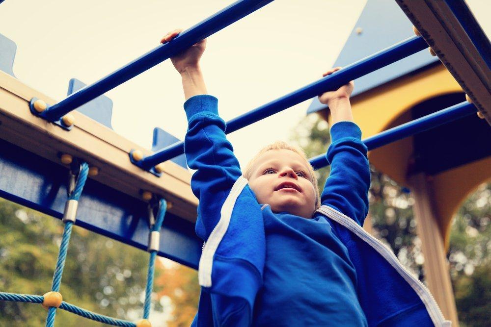 Программа упражнений для детей на перекладине