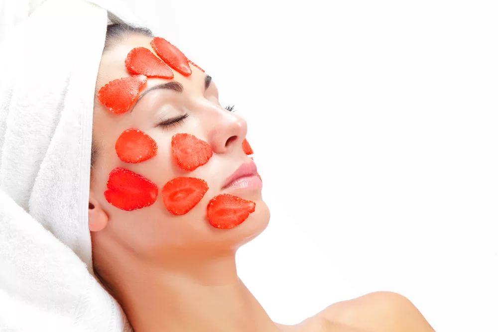 Рецепты популярных масок из клубники для лица