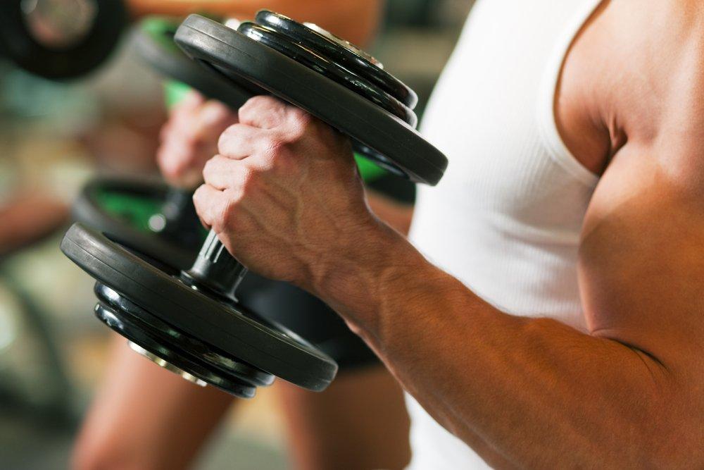 Упражнения из фитнеса на задние дельты