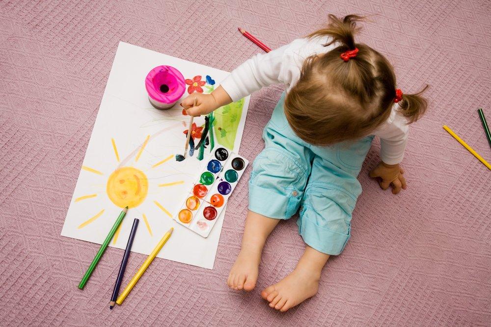 Раннее творчество малыша: первые рисунки