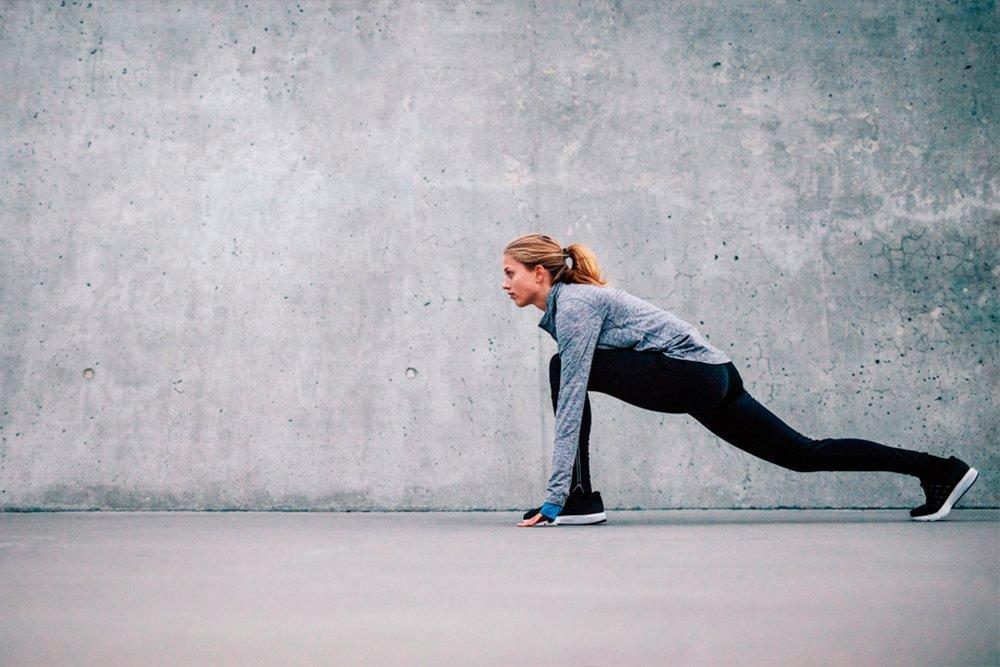 Фитнес-тренировка для растяжки мышц ног