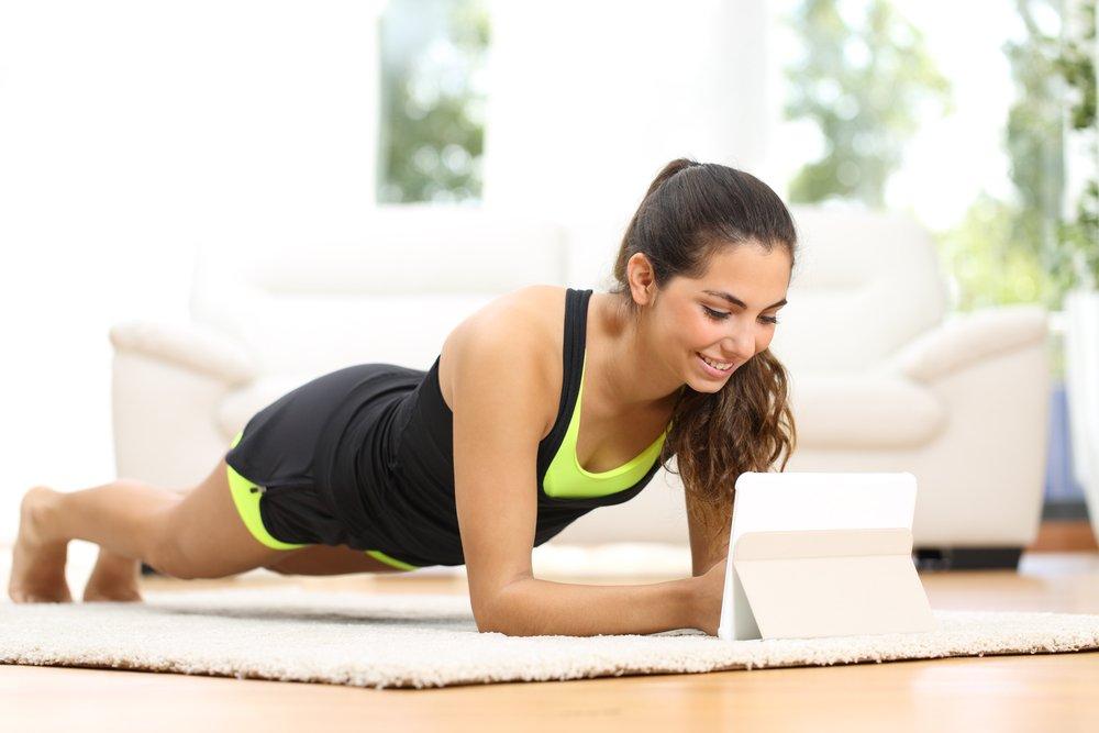 Какие упражнения в фитнесе используются для уменьшения бедер и живота