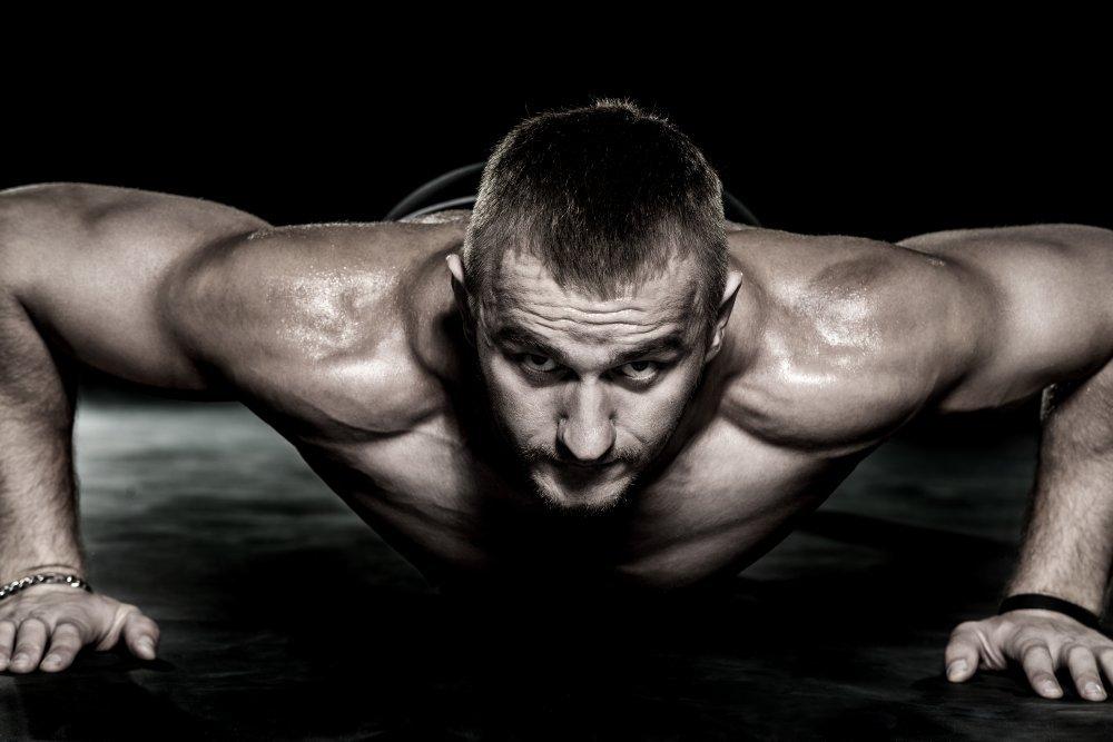 Широкие отжимания — эффективное упражнение для укрепления торса