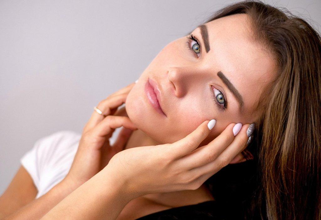 Используйте консилер в макияже глаз