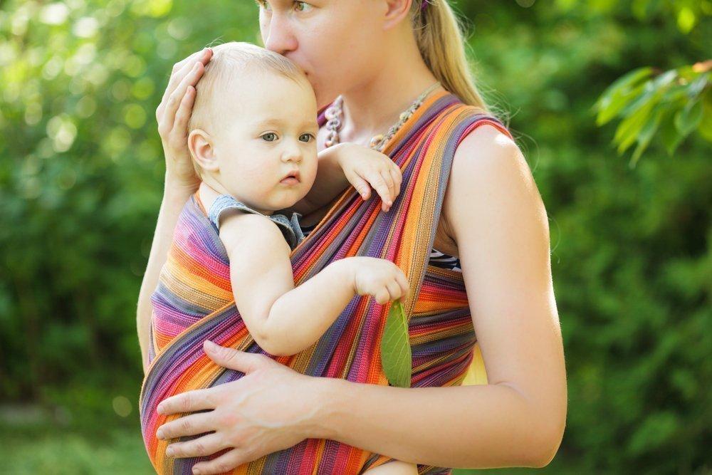 Псевдо-слинги: опасность для развития детей