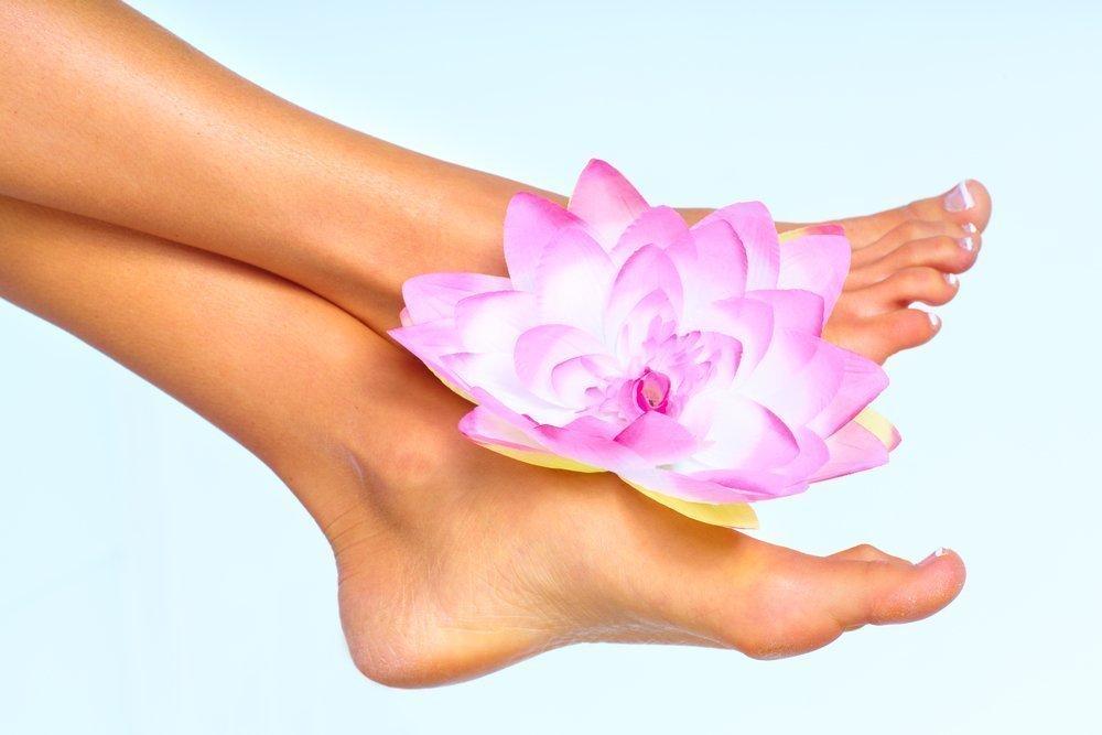 Что выбрать для домашнего педикюра: крем или носочки?