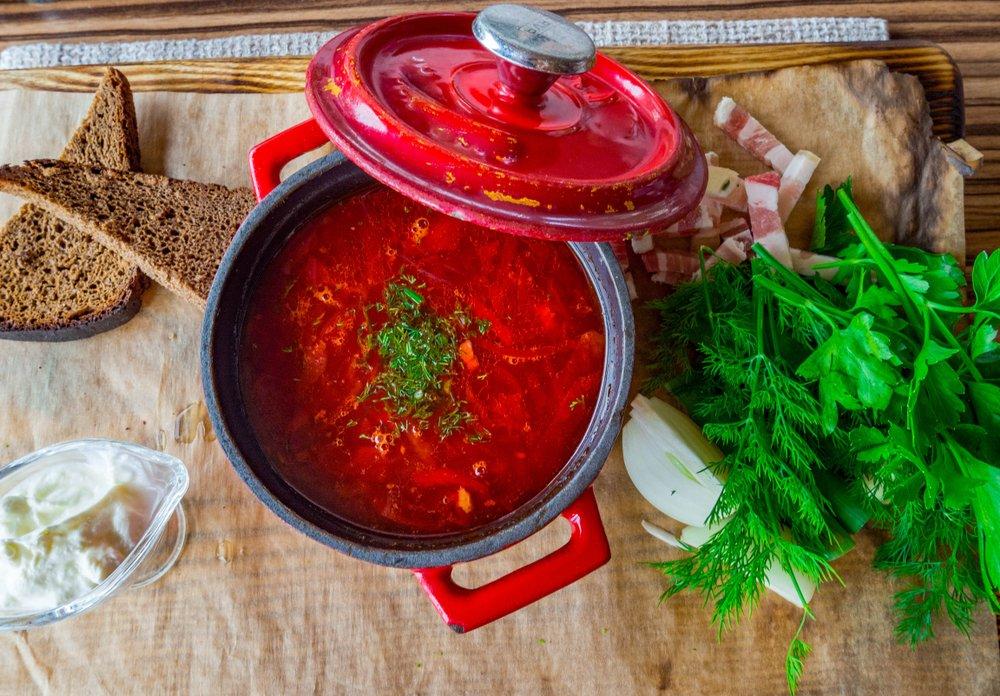 Как приготовить постное горячее первое блюдо с овощами?