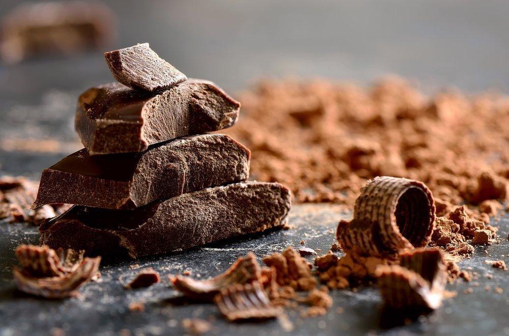 Горький шоколадный десерт — чем полезен он для организма?