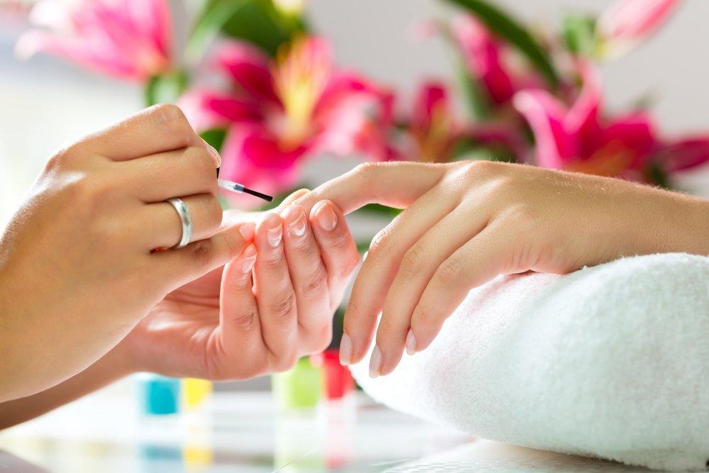Виды укрепляющих лаков для красоты ногтей