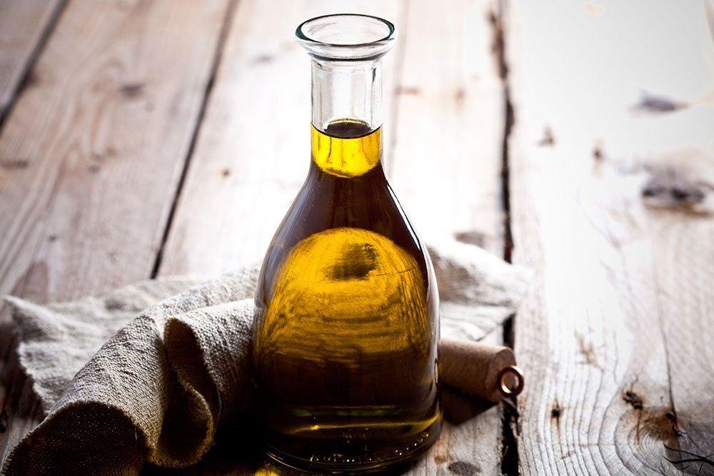 Уход за кожей век с касторовым маслом