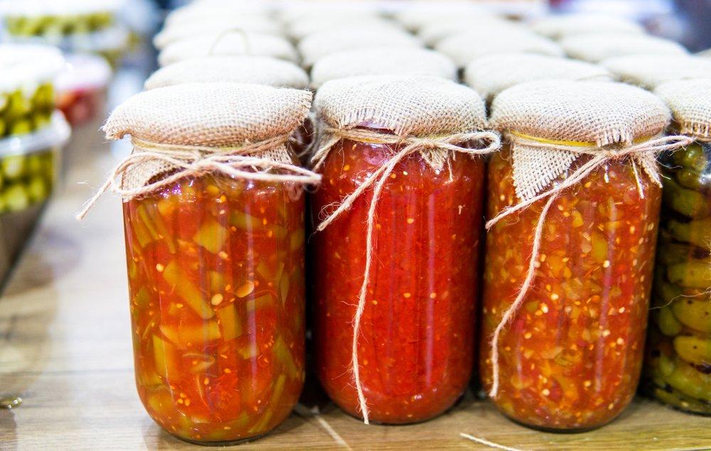 Рецепт помидоров с чесноком, луком и петрушкой