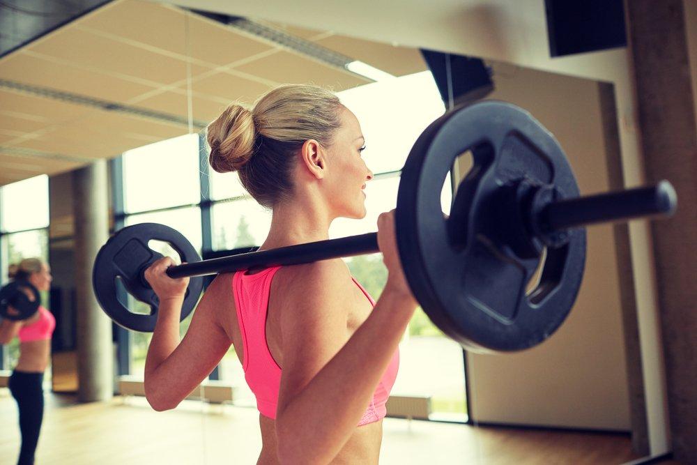 Фитнес-упражнение — стандартный присед со штангой