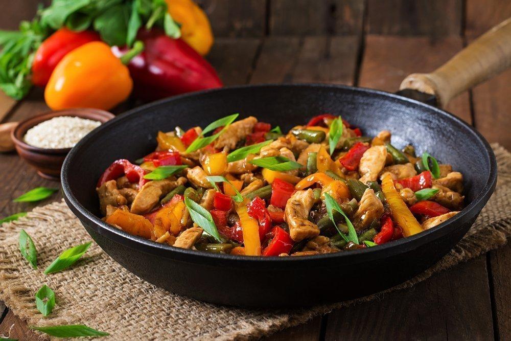Жарить продукты питания на растительном масле
