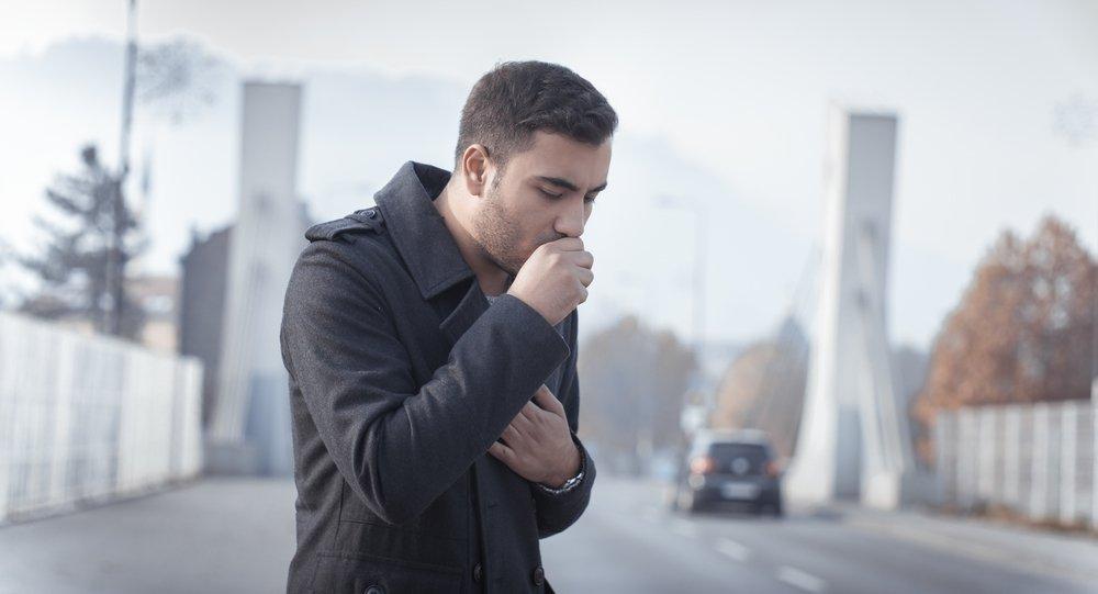 Утренний кашель, небольшая одышка — первые симптомы болезни «бронхит курильщика»