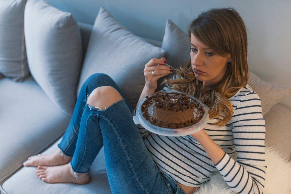 Стресс — одна из причин тяги к сладкому