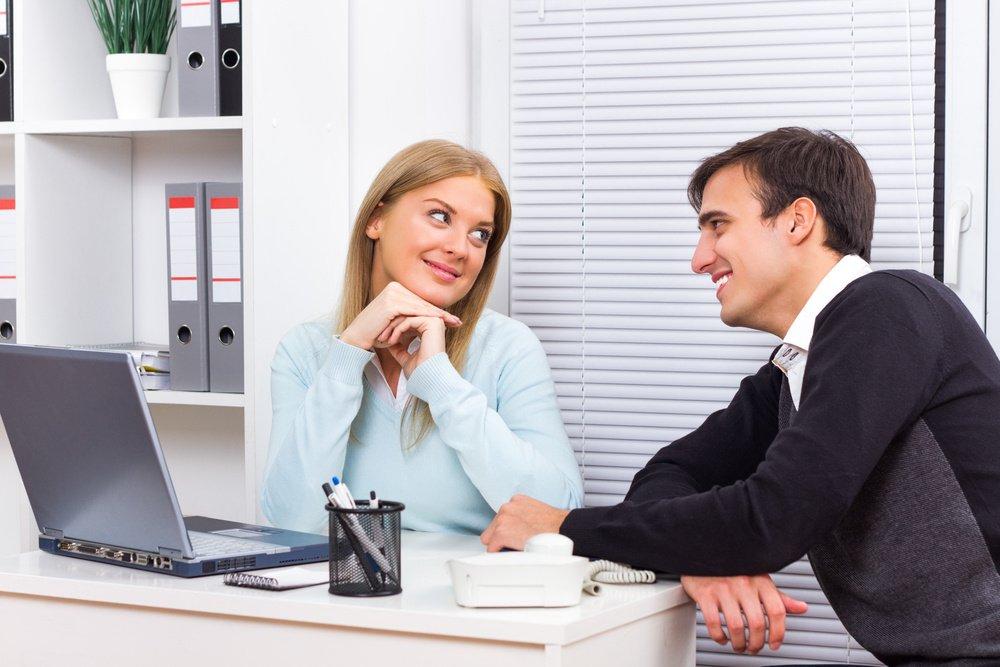 Почему люди заводят романтические отношения с коллегами?