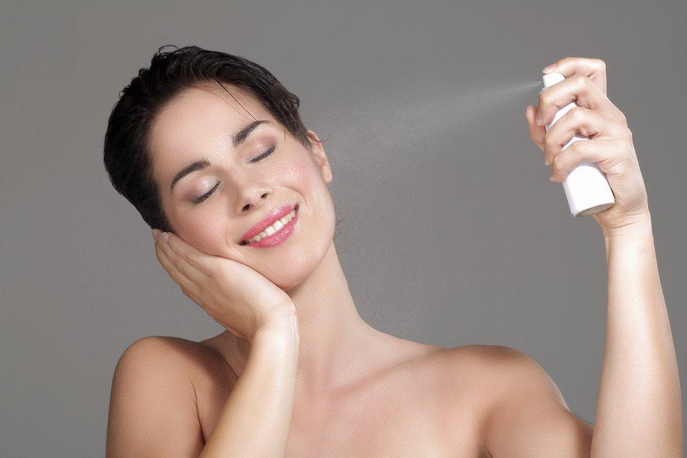 Термальная вода или гидролат для увлажнения кожи