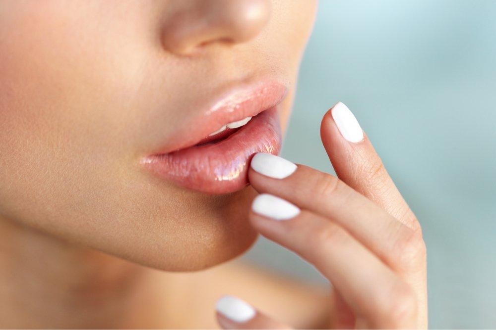 Симптомы такой болезни на губах, как анемия