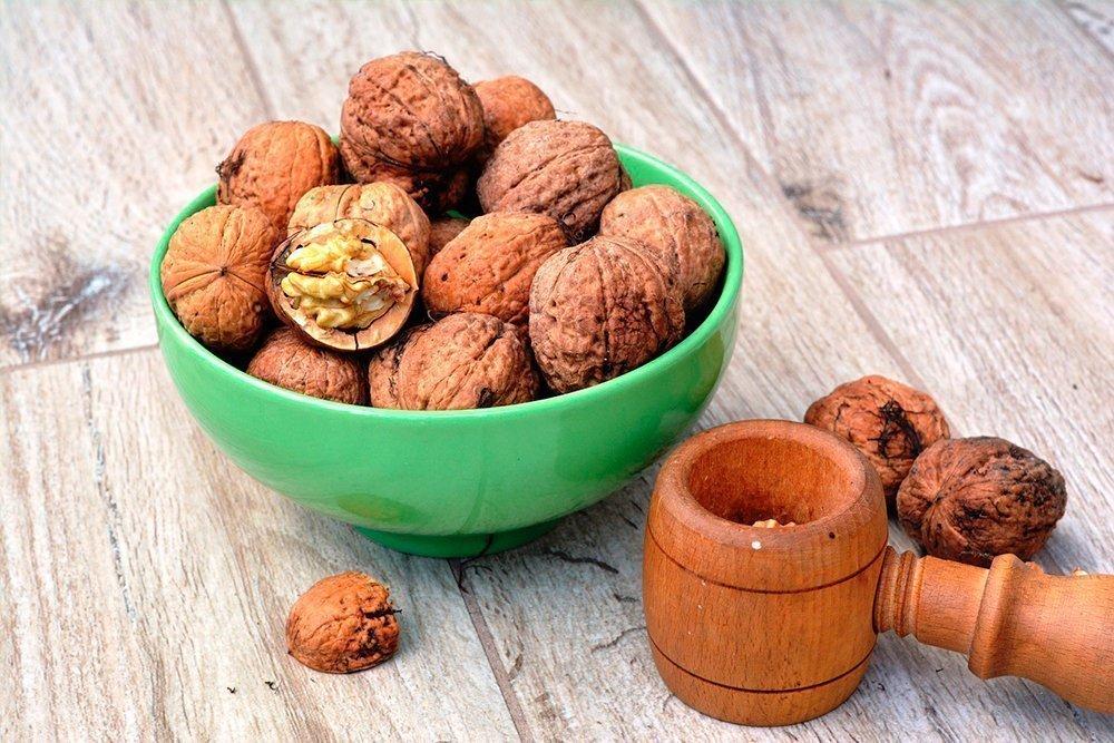 Грецкие орехи — классический перекус в составе основного питания