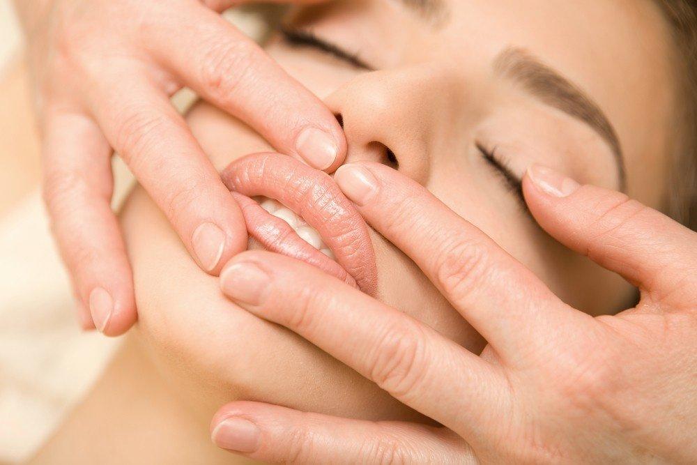 Здоровье кожи губ: массаж