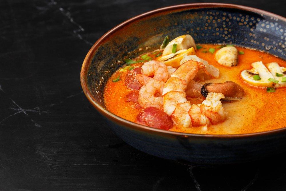 Упрощенный вариант азиатского супа «Том Ям»