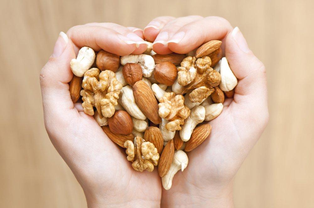 В чем проявляется польза орехов для здоровья?
