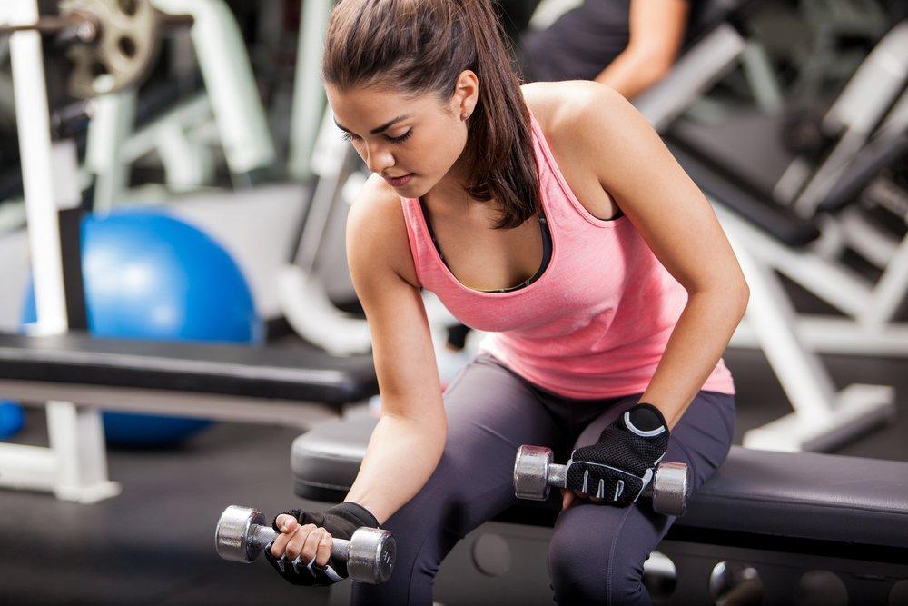 Фитнес-упражнения для работы бицепса