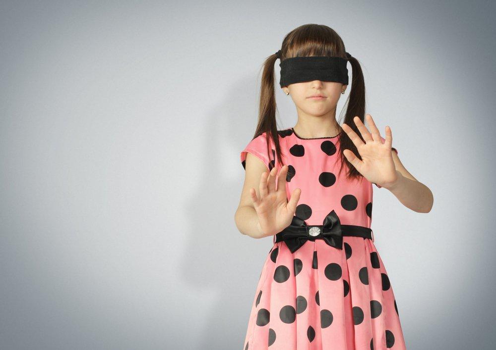 Легковерные родители, дети в черных масках и видение кожей