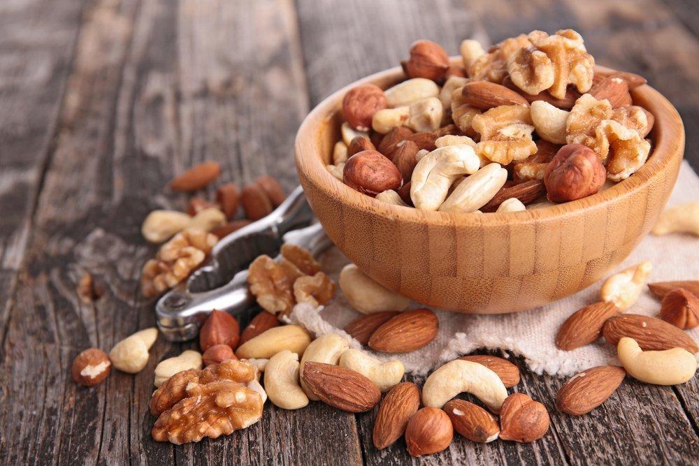 Польза орехов в рационе питания ребенка