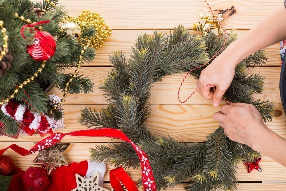 Создаем поделки вместе с ребенком: рождественский венок