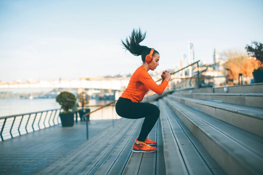 Комплекс мер по устранению целлюлита: косметические процедуры и упражнения.