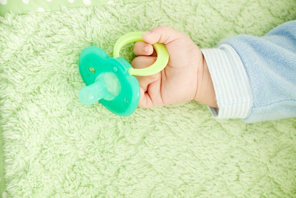 Нужна ли малышу пустышка?
