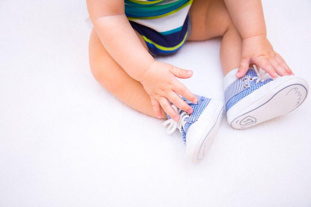 Когда следует покупать первую детскую обувь
