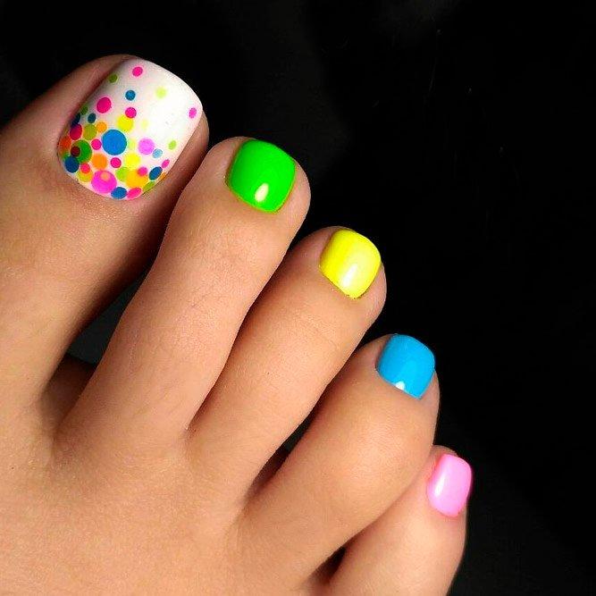 1. Неоновые краски Источник: moda-nail.ru
