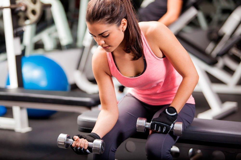 Женский фитнес: упражнения на бицепс для поклонниц ЗОЖ