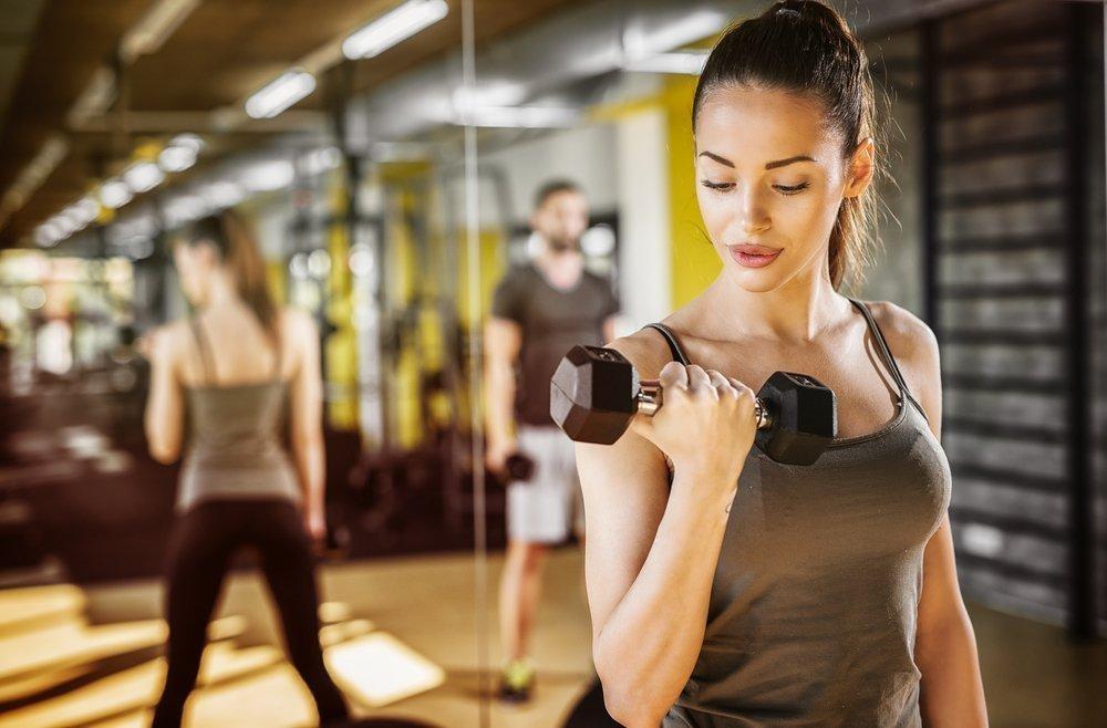 Упражнения с гантелями для похудения рук