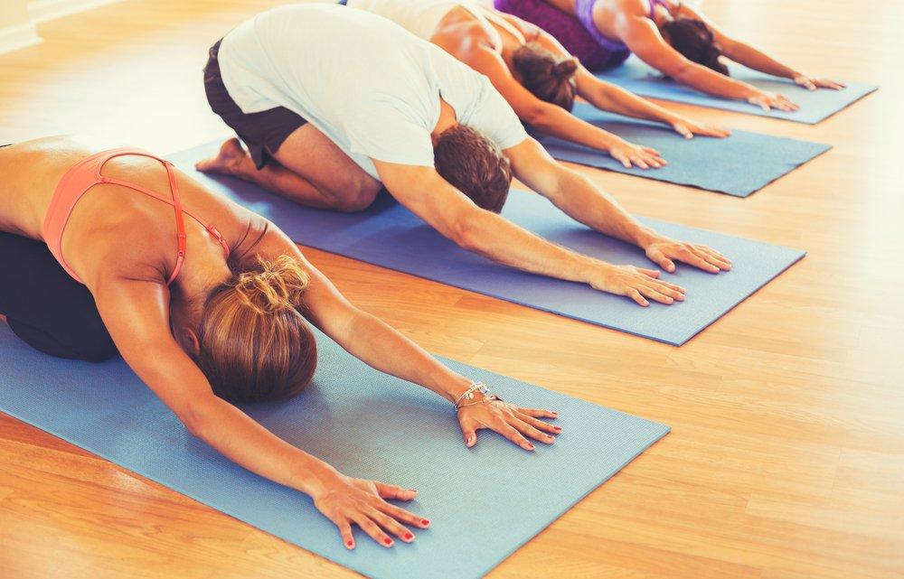 Меры предосторожности при выполнении поз йоги