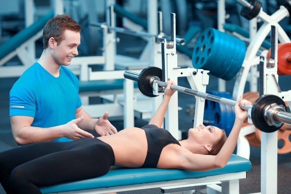 Физические упражнения в тренажерном зале при повышенном давлении