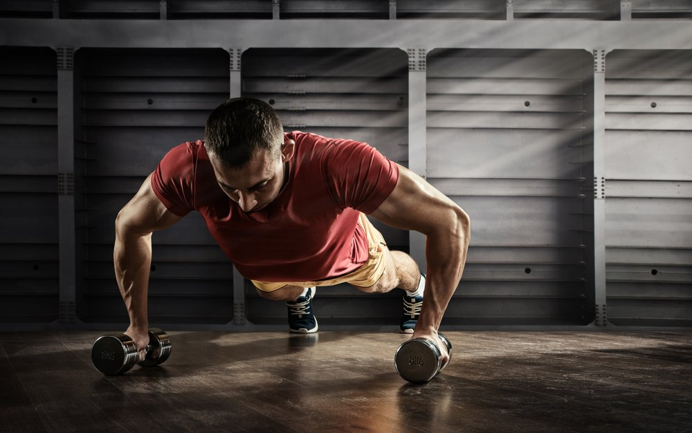 Классическая техника и польза фитнес-тренировок с отжиманиями